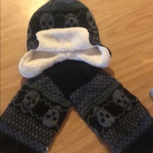 Children's place matching winter hat and scarf
